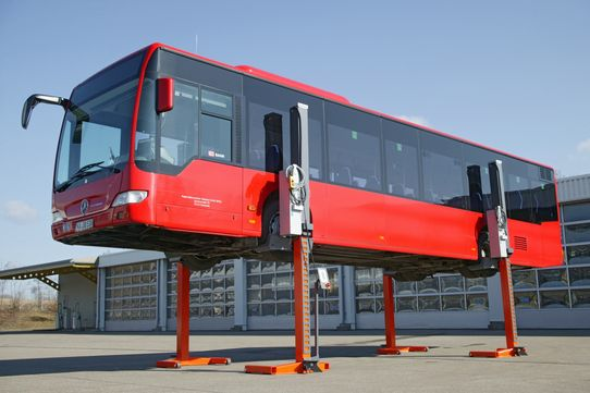 Hydraulic column lifts Finkbeiner EHB1005V11DC-wireless, battery-powered, radio-controlled, for buses, capacity 4 x 5.5 t = 22 t