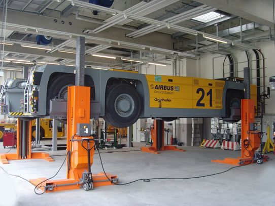 Mobile lift for apron vehicles such as large aircraft push tractors, model EHB715G1-4, capacity 4 x 15 t = 60 t