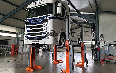 Mobile columns wireless with Scania truck